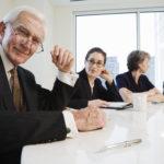 Выход на пенсию не является причиной для увольнения