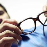 Медицинский осмотр для людей, имеющих проблемы со зрением, работающих в сфере обслуживания приборов